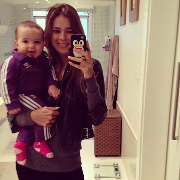 Vera Viel com a filha caçula Helena, 7 meses (Foto: Reprodução / Instagram)