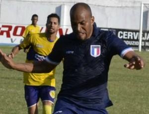 David Dener, do Espírito Santo, e Jocimar Lambiru, do Tupy-ES (Foto: GloboEsporte.com)
