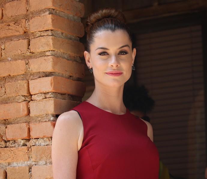 Alinne Moraes fala como foi conciliar a vida de mãe e atriz  (Foto: Cláudia Esteves)