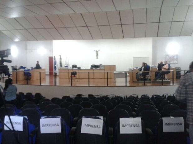 Plenário é esvaziado para ex-fuzileiro depor sobre morte de empresário (Foto: Renê Dióz/ G1)