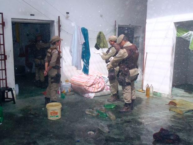 Rebelião foi controlada após chegada da Polícia Militar (Foto: Reginaldo Spinola/Site Itambém Agora)
