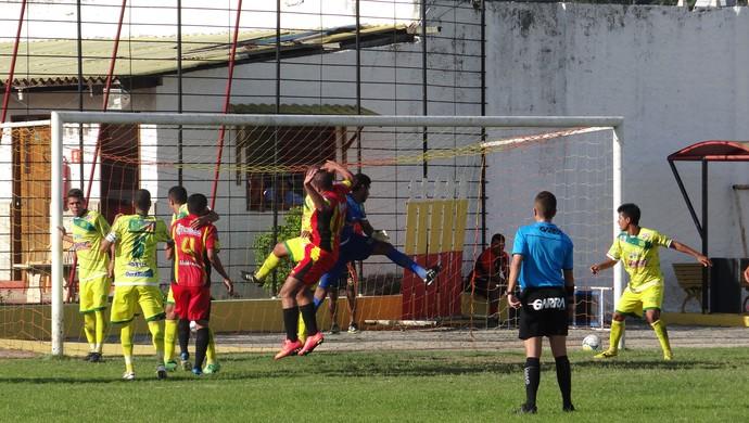 Aloísio Chulapa marca para o Sport Atalaia (Foto: Leonardo Freire/GloboEsporte.com)
