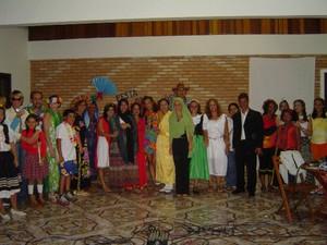 Festa das Nações em um dos retiros da turma (Foto: Ênio Monteiro/Arquivo Pessoal)