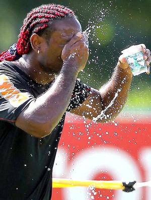 Vagner Love no treino do Flamengo (Foto: Cezar Loureiro / Agência O Globo)