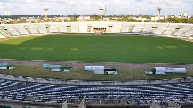 estádio almeidão, novo gramado (Foto: Walter Rafael / Secom-PB)