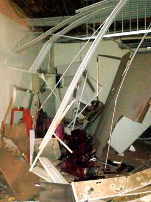 Prédio da agência do Bradesco em Paraú ficou completamente destruído com a explosão  (Foto: Divulgação/Polícia Militar do RN)