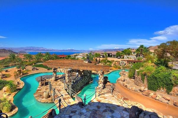 Mansão no deserto de Nevada, EUA, tem piscina com 6 metros de profundidade (Foto: Reprodução Internet)