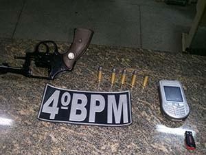 Homem estava com um revólver calibre 38 no momento da prisão (Foto: Divulgação/Polícia Militar do RN)