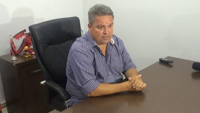 Adson Batista, diretor de futebol e vice-presidente do Atlético-GO (Foto: Fernando Vasconcelos/GloboEsporte.com)
