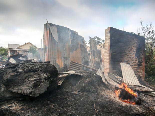 Fogo atingiu 26 casas e ameaça outros mil imóveis na Austrália (Foto: Russell Millard/AAP Image/AP Photo)