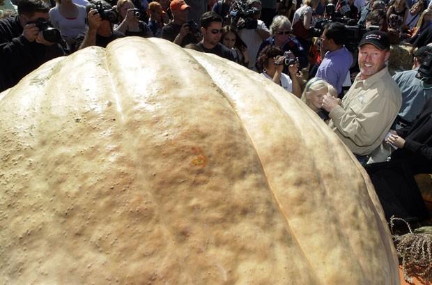 Abóbora cultivada por Thad Starr bateu o recorde estadual. (Foto: Tony Avelar/AP)