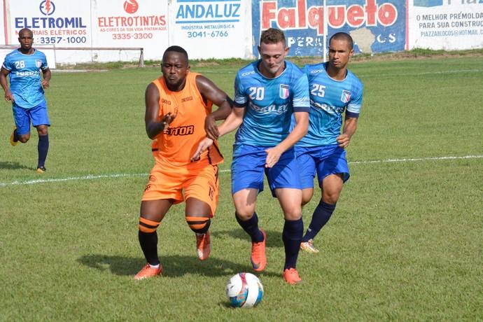 Em jogo-treino brigado, Serra vence o Espírito Santo, no estádio Robertão (Foto: Adriano Barbosa)
