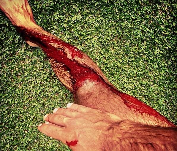 Pedro Scooby se dá mal nas ondas do Taiti (Foto: Reprodução/Instagram)