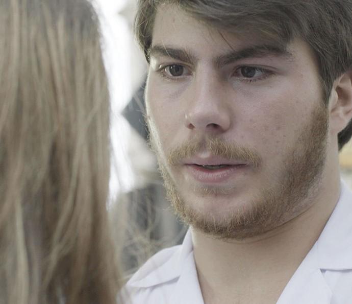 Henrique não aguenta a pressão (Foto: TV Globo)