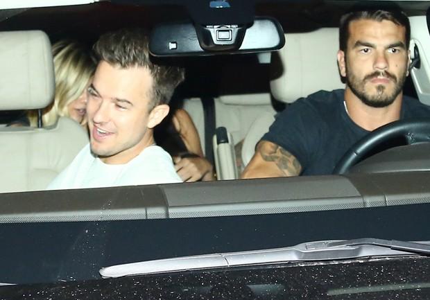 Amigas no carro com Justin Bieber (Foto:  Marcello Sá Barretto/Agnews)