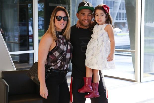José Aldo, Viviane Aldo e Joana (Foto: Roberto Filho / BRAZIL NEWS)