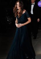 Look do dia: Kate Middleton usa longo azul em noite de gala