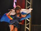 De vestido curto, Ivete Sangalo dança frevo em show no Recife