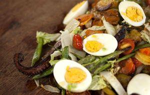 Polvo na chapa com legumes e ovos cozidos