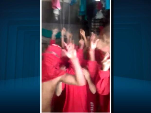 Presos enviaram áudios e vídeos para familiares reclamando de superlotação em Pouso Alegre (Foto: Reprodução EPTV)