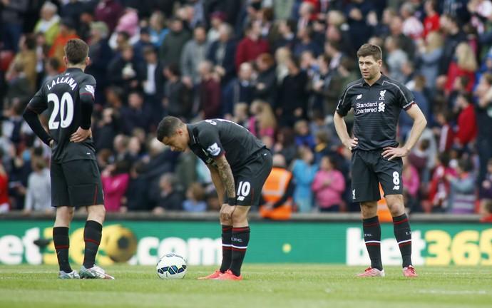 Lallana, Gerrard e Philippe Coutinho - Stoke City e Liverpool (Foto: Reuters)