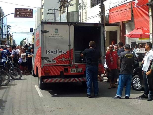Homem morre e dois são feridos em tiroteio no Centro de Fortaleza (Foto: TV Verdes Mares/Reprodução)