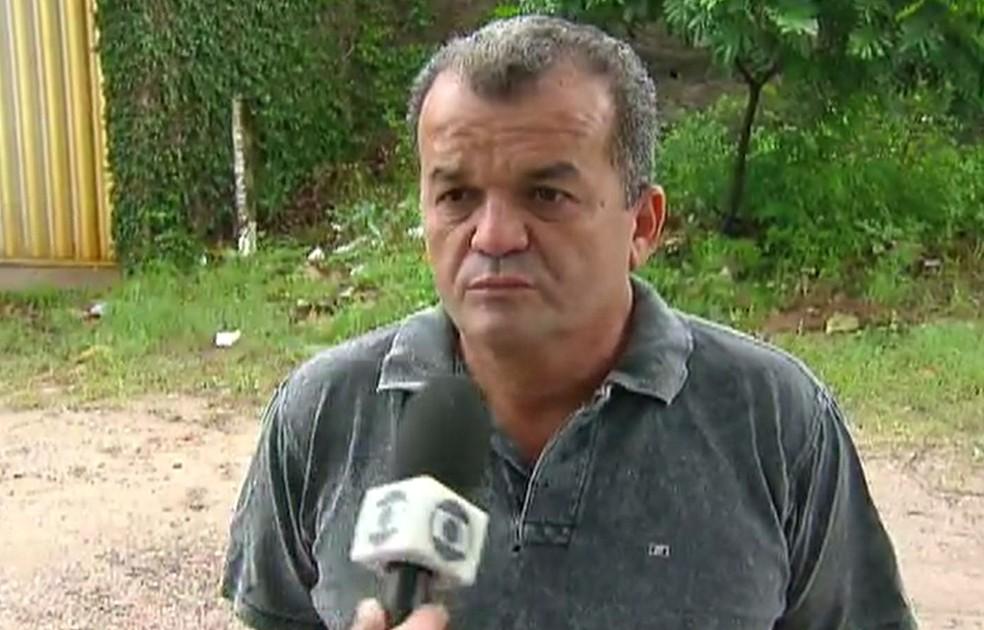 Vizinho do Geap, Gilberto Oliveira estava guardando o carro da mulher na garagem (Foto: Reprodução/TV Globo)