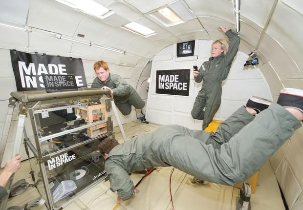 Impressora 3D da Made In Space sendo testada em câmara de gravidade zero, no início da parceria com Braskem  (Foto: NASA)