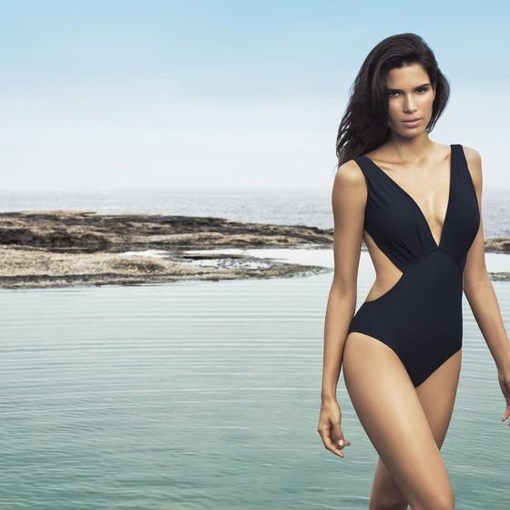 Raica Oliveira segue modelando lá fora e não pensa em voltar a morar no Brasil  (Foto: Robert Schwenck)