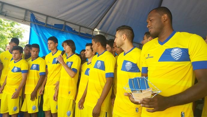 Jogadores do CSA apresentaram-se para os torcedores (Foto: Augusto Oliveira / GloboEsporte.com)
