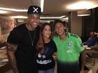 Ivete e Léo Santana posam com Neymar na concentração da seleção