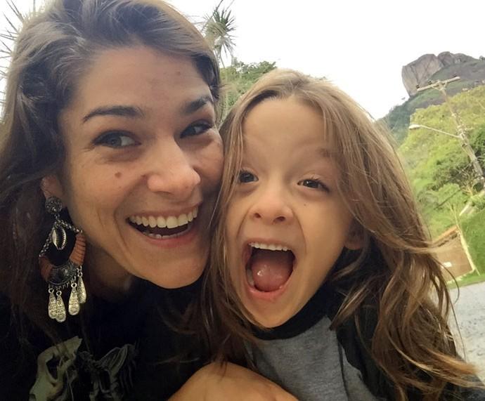 Priscila Fantin com o filho Romeo: pura sintonia (Foto: Arquivo pessoal )