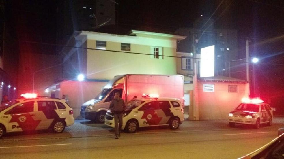 Mulher foi encontrada morta dentro de um hotel na avenida Nelson d'Ávila (Foto: Divulgação/DIG)