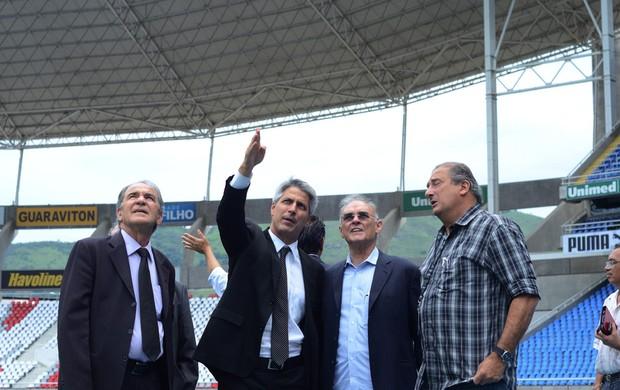 Vistoria Engenhão assessoria deputado Molon, diretor executivo do Botafogo, Sergio Landau (Foto: Fernando Rabelo)