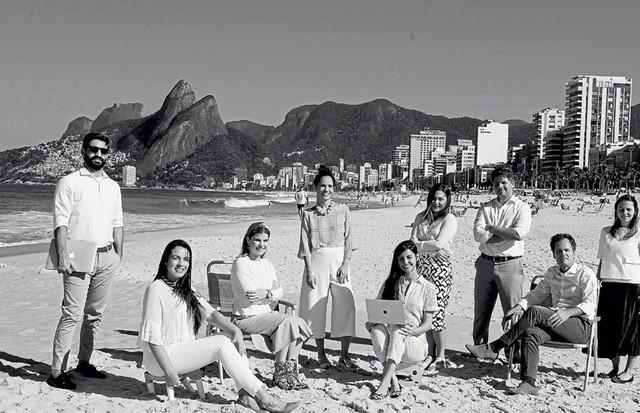 A partir da esquerda, Leo Fraga, Helimar Antunes, Manoela Amaro, Gisela Pecego, Bruna Moll, Larissa Monçores, Gustavo Ferreira, Ricardo Froes e Juliana Pompeia, time por trás da Blanc (Foto: MAR+VIN)