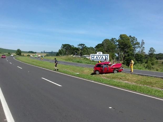 O capotamento aconteceu na BR-376, próximo ao Parque Estadual de Vila Velha (Foto: Polícia Rodoviária Federal/ Divulgação)