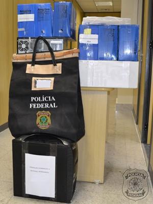 Documentos foram apreendidos na operação Dominação II (Foto: Divulgação/ Polícia Federal)