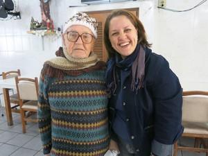 Senhor Mário gosta de conversar todos os dias com assistente social (Foto: Anna Gabriela Ribeiro / G1)
