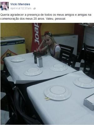 Amigos de Vitória não compareceram em sua festa e a cantora mandou indireta (Foto: Reprodução / Facebook)