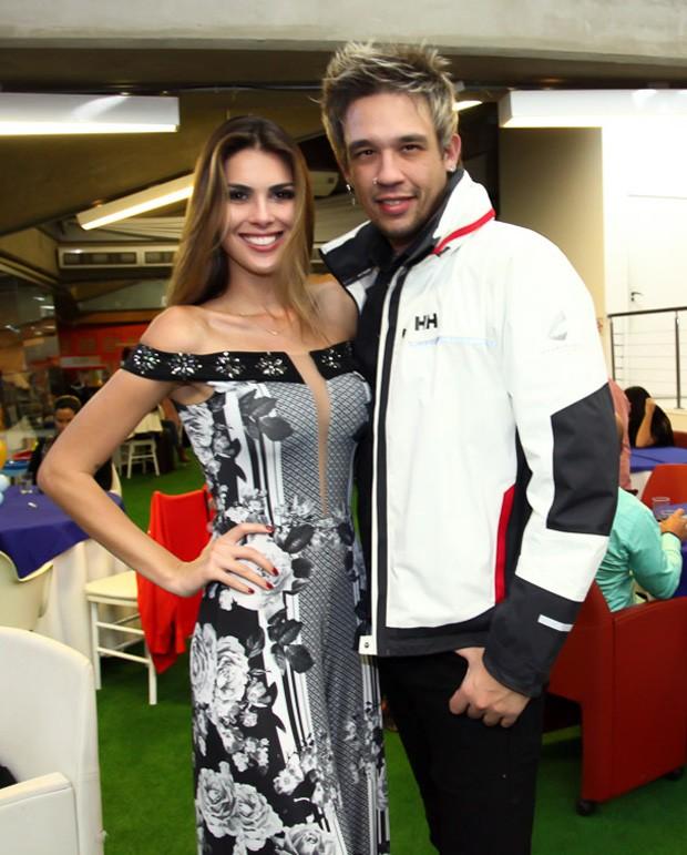 Kiko e a namorada, Francine Pantaleão (Foto: Marcos Ribas/Brazil News)