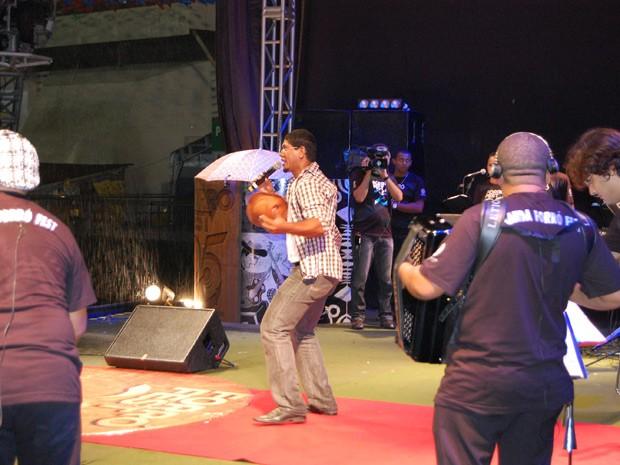 Intérpretes subiram ao palco e defenderam suas músicas  (Foto: Taiguara Rangel/G1)