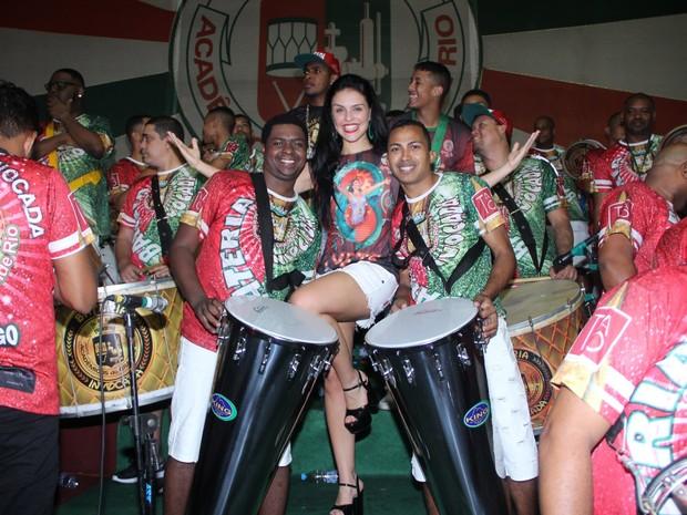 Paloma Bernardi na quadra da Grande Rio, em Duque de Caxias, na Baixada Fluminense, no Rio (Foto: Ag. News)