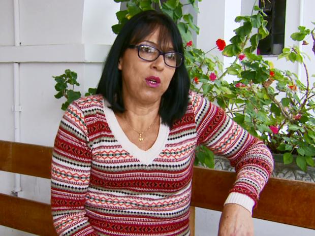 A dona de casa Sueli de Oliveira passará pelo procedimento na Santa Casa de Poços de Caldas (MG).  (Foto: Reprodução EPTV/Erlei Peixoto)