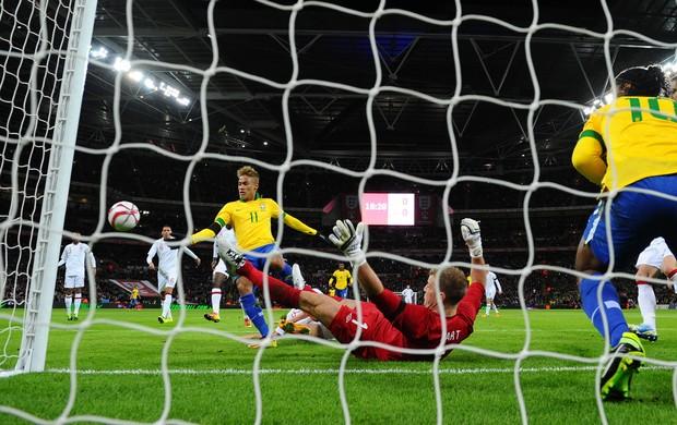Neymar e Joe Hart Brasil x Inglaterra (Foto: AFP)