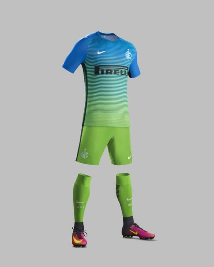 Inter e Roma apresentam terceiros uniformes com cores chamativas a8615798a9351