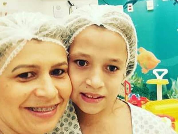 Mãe busca ajuda para operar a filha na Inglaterra (Foto: Glaucia Marina Ramos Diringer/Arquivo Pessoal)