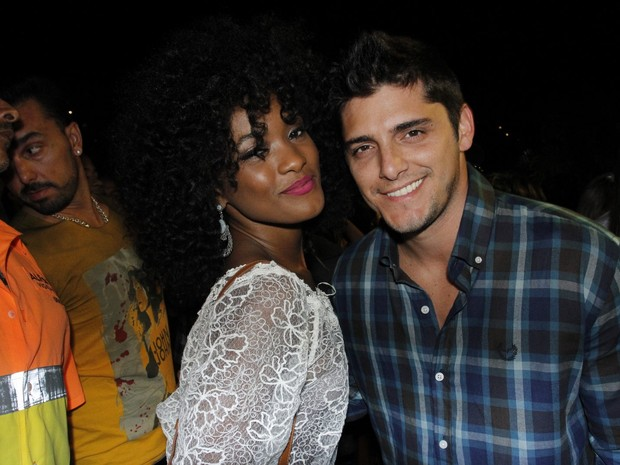 Erika Januza e Bruno Gissoni em festa na Zona Oeste do Rio (Foto: Vera Donato/ Divulgação)