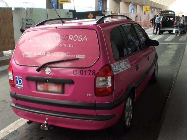 G1 Txis Plotados De Rosa Circulam Em Salvador Em Apoio Ao Outubro