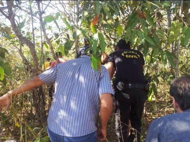 Jovens envolvidos no crime levaram a pol�cia at� o local onde corpos estavam enterrados (Foto: Portal Sorriso/site)