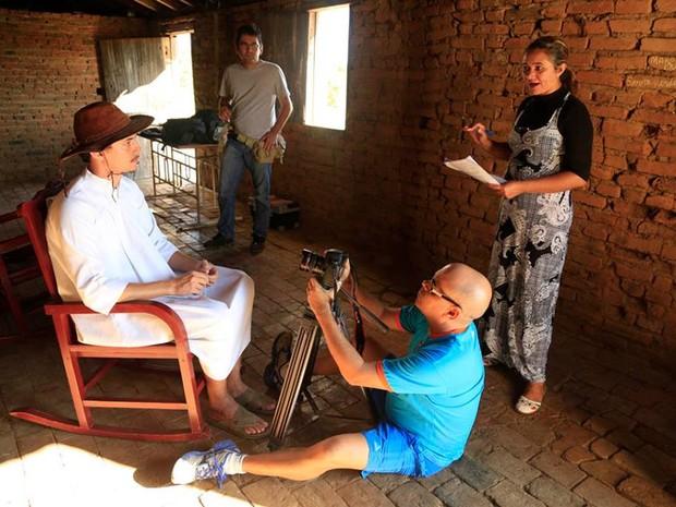 Benilda de Souza do município de Aiuba realizando a direção do filme Amor e Renúncia. (Foto: Divulgação/ Do G1 CE)